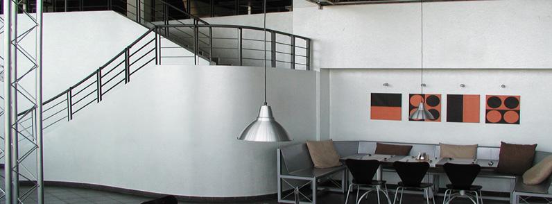 Een strakke wandafwerking geeft een luxe, ruimtelijk en modern effect en past in ieder type interieur.